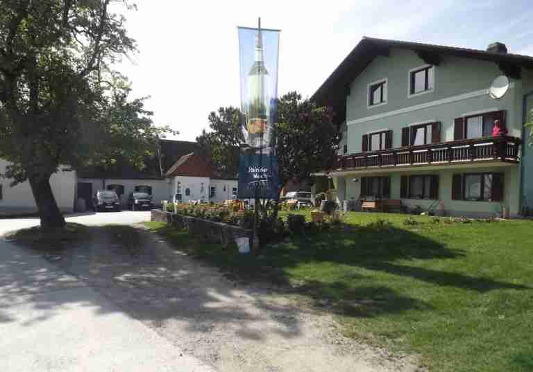 http://www.eitljoergwein.at/data/image/thumpnail/image.php?image=172/eitljoerg_buschenschank_article_3342_1.jpg&width=768